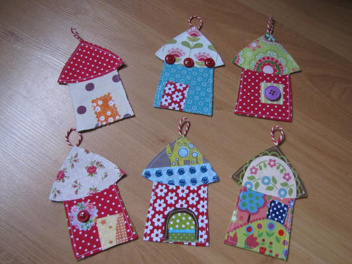 D co de noel maisonnettes en tissu weihnachtsdeko for Decoration de noel a fabriquer en tissu